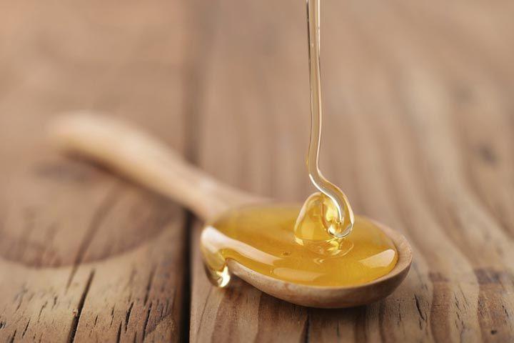 Honig auf einem Löffel